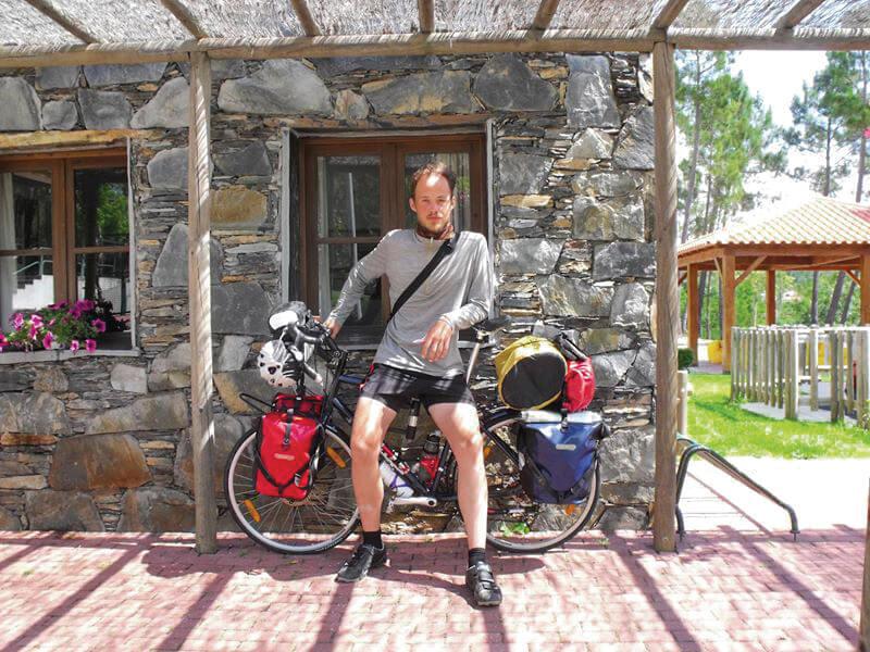 ciclista-camping-oleiros